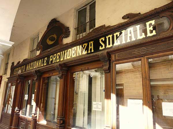 Tribunale di Lecce Sezione Lavoro sentenza n. 2776/2018 : il termine di prescrizione dei contributi resta decennale solo in caso di atti interruttivi antecedenti al 31 dicembre 1995